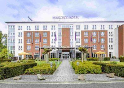 Mercure Hotel Kamen Unna Aussenansicht Hotel und Parkplatz